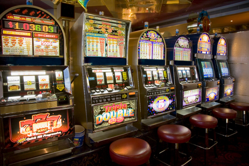 We've brought together an innovative comparison list of online casinos for slots. Be sure to read this before deciding on which casino to play real money slots at.